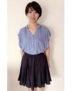 稲嶺朔さんが使用した紺色のスカート。サイン入りチェキ付き。