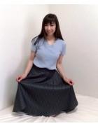 井村麻美 サイン入り グレー膝丈ストライプスカート