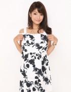 岡部亜希美 愛用のモノトーンフラワープリントが大人かわいい!クロップドパンツ!