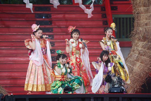 ももいろクローバーZ 桃神祭2015 エコパスタジアム大会LIVE BOX/ももいろクローバーZ【初回限定版】 (ブルーレイディスク)