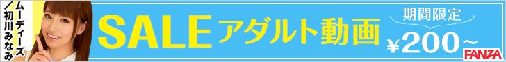 728_90 【おしっこ】和式女子トイレで女の子がおしっこしています。