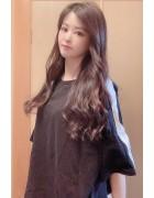 春月英未莉さんが愛用した黒×白Tシャツ。