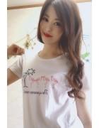 春月英未莉さんが愛用した白いTシャツ。