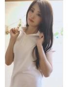 春月英未莉さんが愛用した白いポロシャツ。