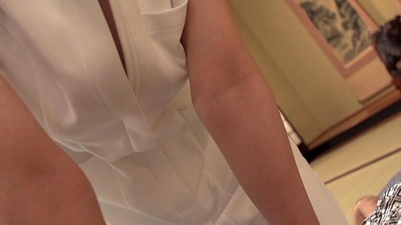ラッキーな胸チラを発見し、気づかれないように見てたけど、やっぱりバレてた?! 8~巨乳人妻編~ サンプル画像 No.1