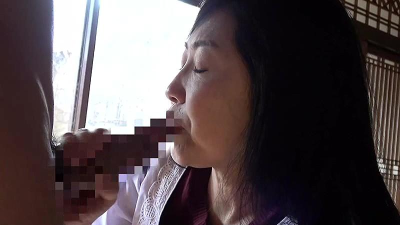 昭和猥褻 官能ドラマ 五十路熟女 禁断の情事 お手伝いさんを押し倒して… こたつの中で性器をいじられ… サンプル画像  No.2