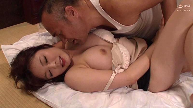 この世は男と女だけ パート先のオヤジの接吻と前戯で堕ちた人妻 川越ゆい サンプル画像  No.4