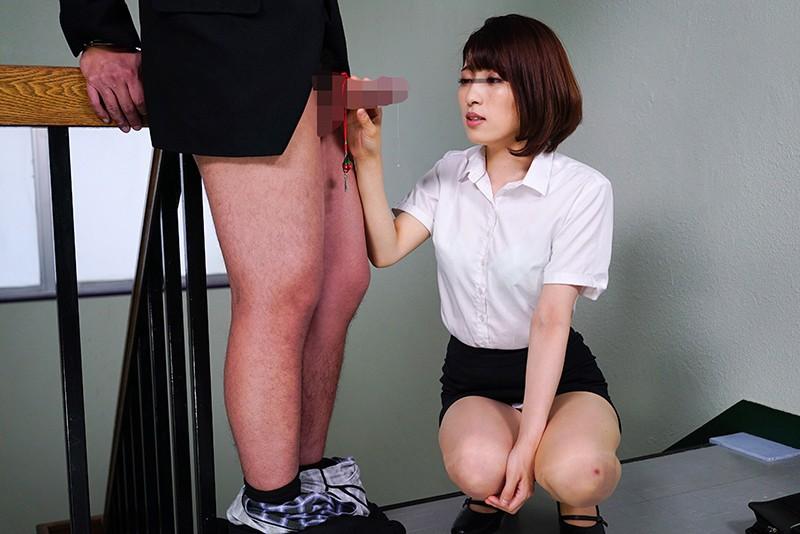 「手錠の鍵をチ○ポに付け拘束された男子を見つけた女教師は勃起しても発情せずにいられるか?」VOL.1 サンプル画像 No.4