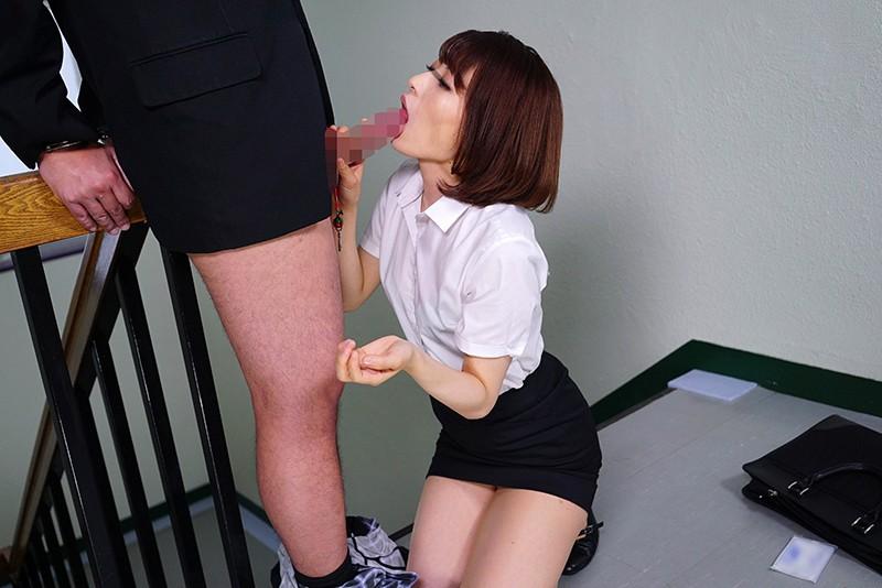 「手錠の鍵をチ○ポに付け拘束された男子を見つけた女教師は勃起しても発情せずにいられるか?」VOL.1 サンプル画像 No.5