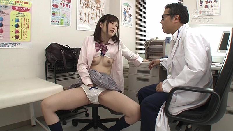 ソソる女学生と男の夢体験、女子校の一日ドクターやってみた!診察にやってきたのは胸をおさえて苦しそうな女子学生!息は荒く、足もフラフラ!なので急いで聴診器を当ててみたら、超敏感に感じ始めた!?さらに私に体を触らせてきてハアハア…。 サンプル画像 No.3
