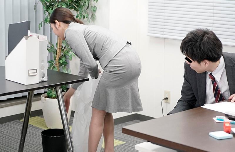 夫は知らないぶっかけ願望 セクハラ上司に精子で汚される妄想をしながら会社のトイレでオナニーしまくる変態OL妻 サンプル画像  No.2