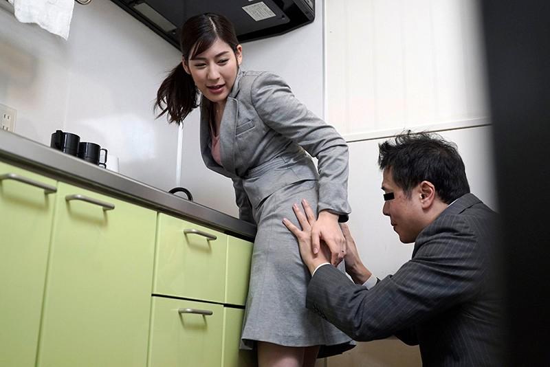 夫は知らないぶっかけ願望 セクハラ上司に精子で汚される妄想をしながら会社のトイレでオナニーしまくる変態OL妻 サンプル画像  No.7