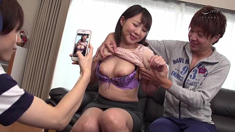 息子の友達のマセガキ共に性処理させられる母親・成宮いろは サンプル画像  No.1