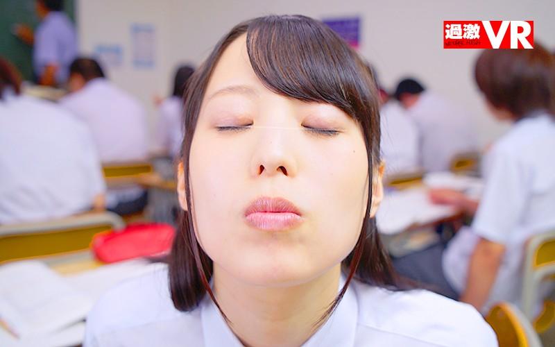 【VR】青春体験VR 授業中に隣の席の彼女と先生にバレないようにこっそりキス、乳首いじり、机の下手コキ…放課後はイチャラブ中出しSEX サンプル画像  No.5