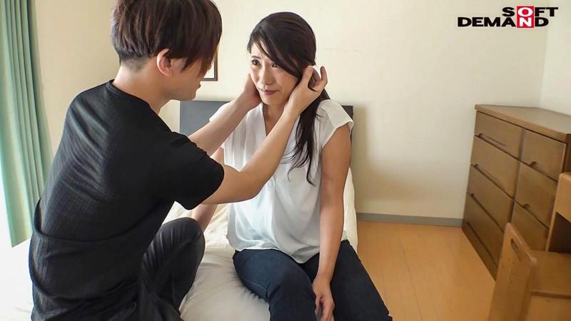 松本麗子 超高感度 恥じらうギャップがたまらなく良い小麦肌の美人妻 デビュー前の未公開初SEX サンプル画像  No.3