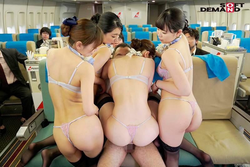 「制服・下着・全裸」でおもてなし またがりオマ○コ航空 11 デカ尻便 14枚目