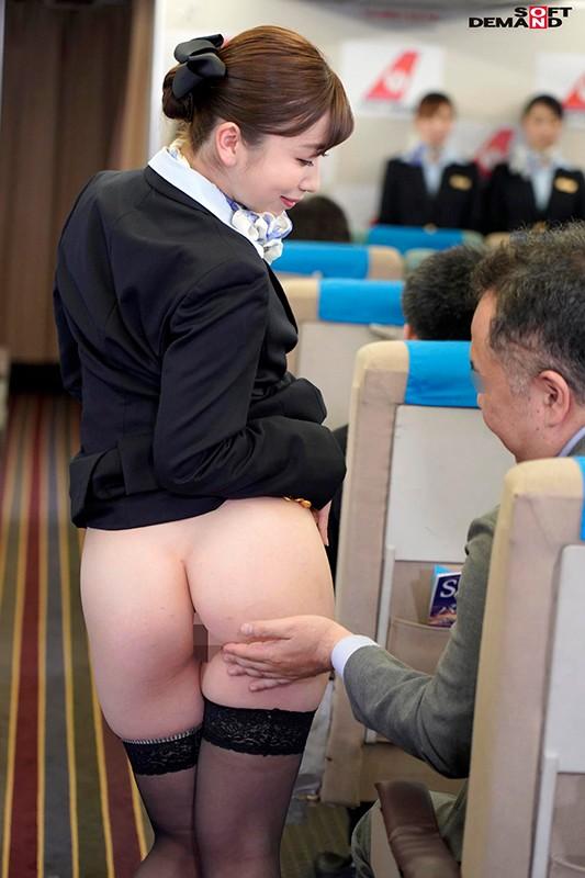 「制服・下着・全裸」でおもてなし またがりオマ○コ航空 11 デカ尻便 5枚目