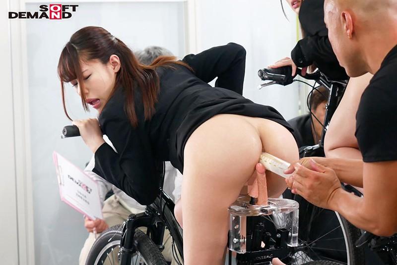 SOD女子社員 噴射式2穴交互挿入アクメ自転車がイクッ! 新車発表会の実験台となりイキまくった、2名の女子社員 9枚目