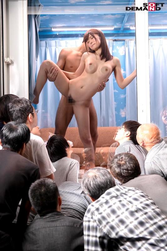 新発想!逆転マジックミラー号 「素人娘たちの大胆SEXを生で見たくないですか?」大人数に見られているとは知らずに激イキ姿を大胆に披露! サンプル画像  No.1