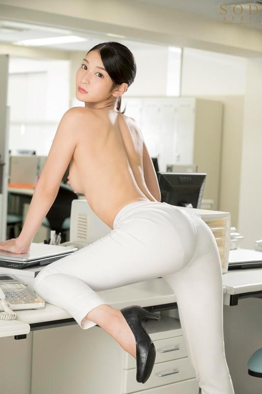 本庄鈴 誰もが振り返る長身パンツスーツOLと禁断の社内性交 サンプル画像  No.1