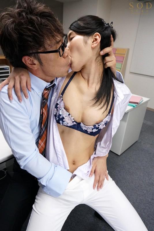 本庄鈴 誰もが振り返る長身パンツスーツOLと禁断の社内性交 サンプル画像  No.3