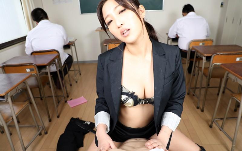 【VR】寸止め女教師ザーメン狩りver.VR…でも授業中に生はマズくない? 水川スミレ サンプル画像 No.4