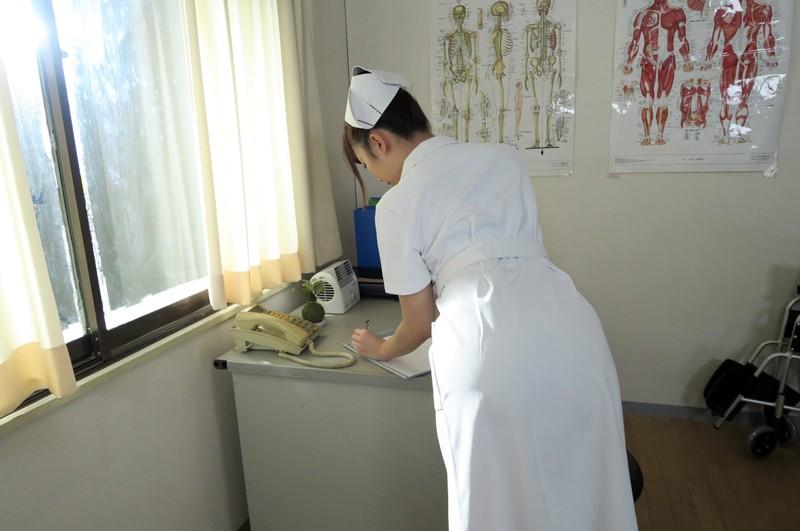 【VR】包茎手術患者と病院で声ガマン性交…でも診察室で生はマズくない? 逢沢まりあ サンプル画像  No.3