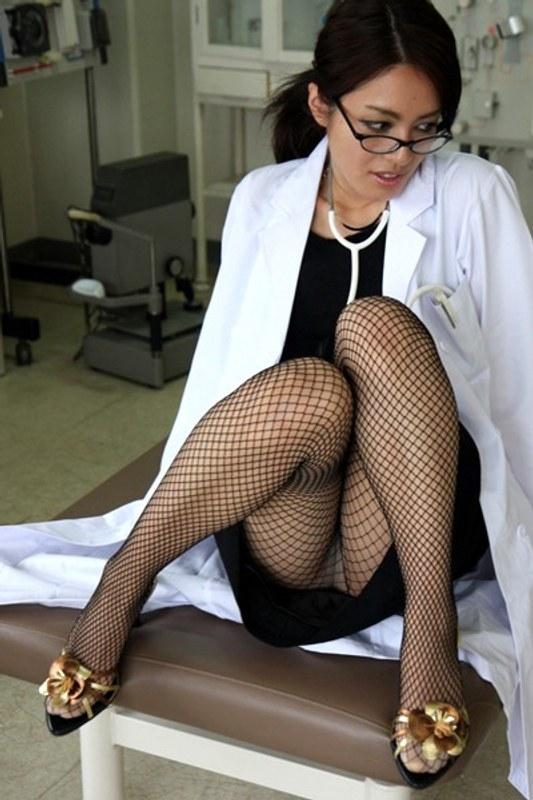 イクイク素人女医 レオナ28歳