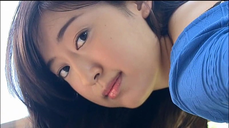 寺田御子 ジーンズに収まらないお尻がエロティック!! 8
