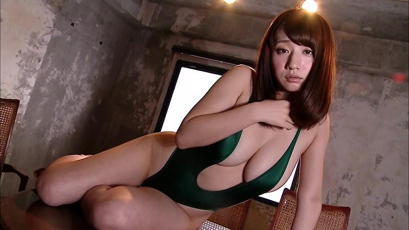 池田愛恵里 裸サスペンダーでエロティック!! 10