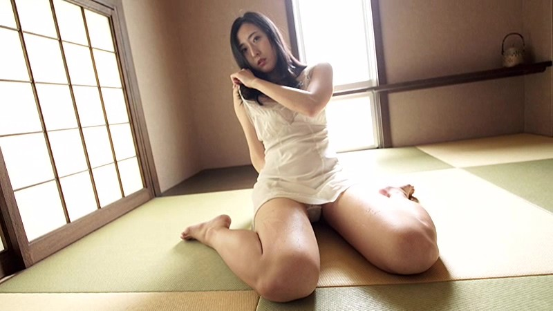 NHKドラマにも多数出演する『本格派女優』の彼女が、Fカップを武器に『本格派グラドル』路線に舵を切った!!際どい水着にも注目っ!![サムネイム10]