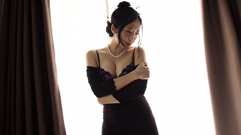 NHKドラマにも多数出演する『本格派女優』の彼女が、Fカップを武器に『本格派グラドル』路線に舵を切った!!際どい水着にも注目っ!![サムネイム20]