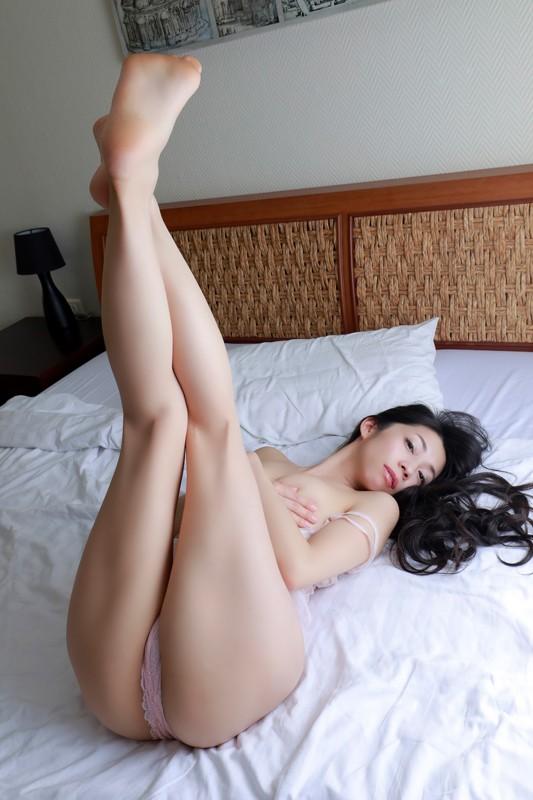 岩崎真奈 「スイカと私◆~溢れるまな尻inタイ~」 サンプル画像 11