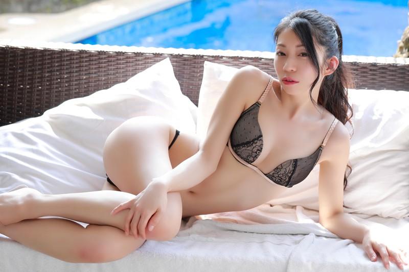 岩崎真奈 「スイカと私◆~溢れるまな尻inタイ~」 サンプル画像 6