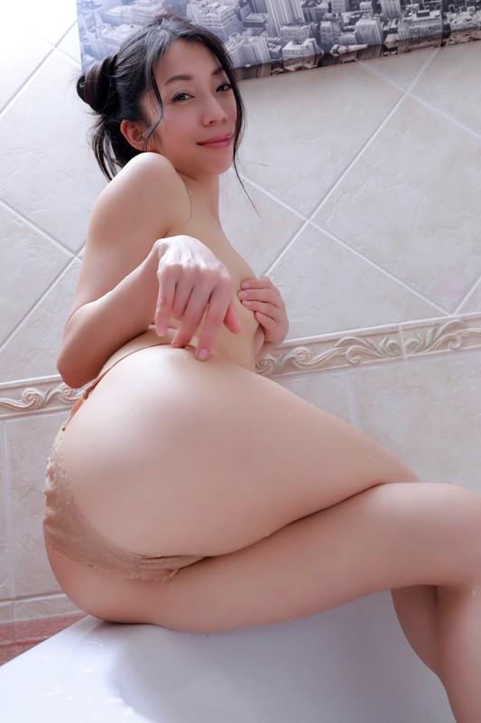 岩崎真奈 「スイカと私◆~溢れるまな尻inタイ~」 サンプル画像 8