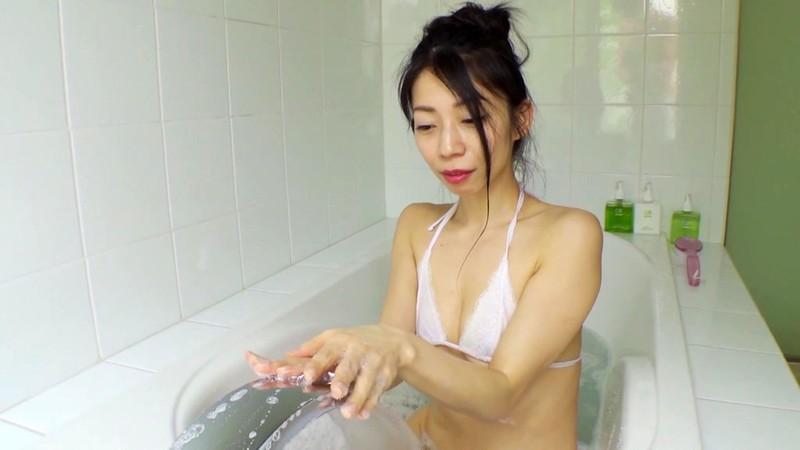 岩崎真奈 「スイカ姫降臨」 サンプル画像 12