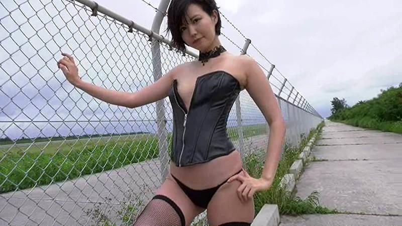 10代からNHKなどに出演してきた彼女が、色気が出てきてグラビアデビュー!「Rの法則」レギュラー出演していた今時美少女がグラビアイメージにチャレンジ[サムネイム11]