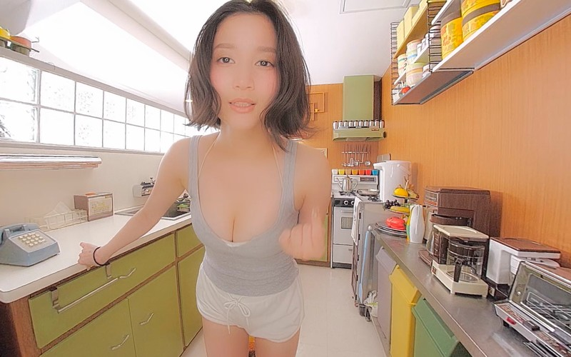 【VR】僕の彼女は出口亜梨沙〈Gカップのセクシーすぎるお花屋さん〉 3朝の私を撮って◆<フライデーVRシリーズ>