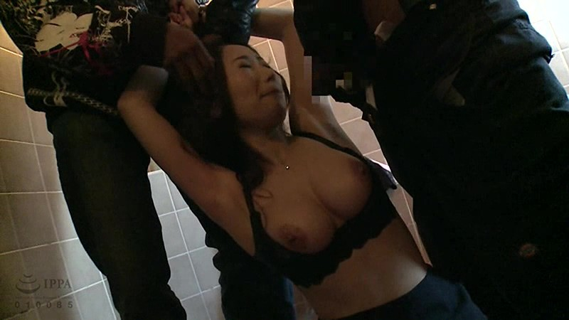 複数の男たちにレイプされ中出しされる美少女強制わいせつ映像2枚組8時間 サンプル画像 No.8