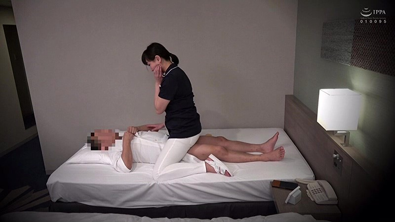 素人限定。出張メンズエステ盗撮 「嫌がらないでチ○ポも揉んでよ!」隠れ巨乳人妻エステティシャンに中出ししちゃいました。 サンプル画像  No.3