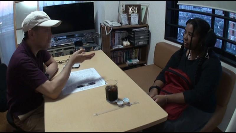 初AV!フランス素人Kカップ 男優に焦らされムラムラ本気オナニー サンプル画像 No.1