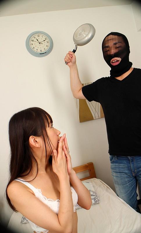 【VR】NTR! 新婚初夜にまさかの強盗!ボクのかわいい新妻が強盗のチ●ポでイカサレまくっているのを目の前で見せられて、気付くと自分もガチガチに勃起していた! 茉莉ひな サンプル画像  No.2