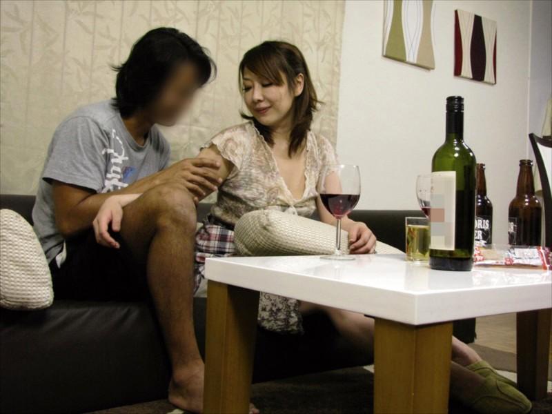 酔わせた妻を知り合いと2人きりにして隠し撮り盗撮4時間 サンプル画像 No.5