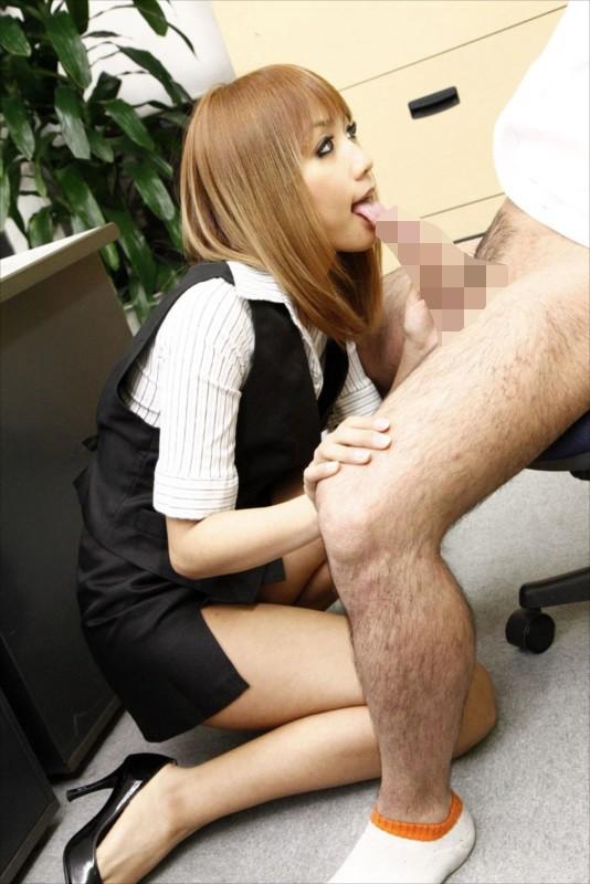 「それってセクハラですよ」なんて口では言っても…別に好きでもない同僚のデカチンを知って発情してしまったOLのいやらしい接吻とフェラ50人4時間 サンプル画像  No.1