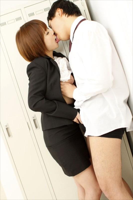 「それってセクハラですよ」なんて口では言っても…別に好きでもない同僚のデカチンを知って発情してしまったOLのいやらしい接吻とフェラ50人4時間 サンプル画像  No.2