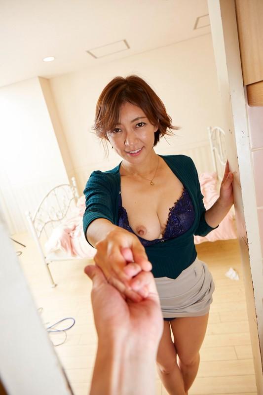 【VR】妖艶過ぎる淫乱義母に誘われ、嫁の居ぬ間に孕ませ中出し 瞳リョウ サンプル画像  No.6