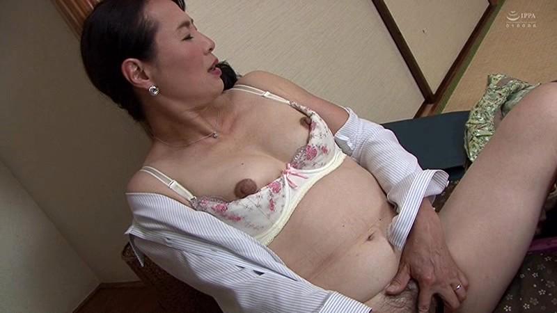 近親相姦 五十路のお母さんに膣中出し 中本美香 サンプル画像  No.1
