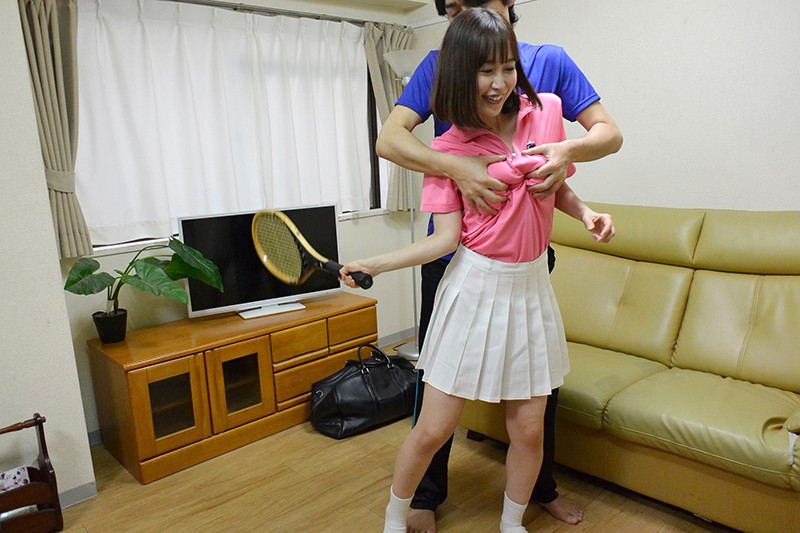 夫の知らない淫らな愛妻 テニスサークルのコーチを連れ込んでヤリまくっているようなんです…。 篠田ゆう サンプル画像  No.7