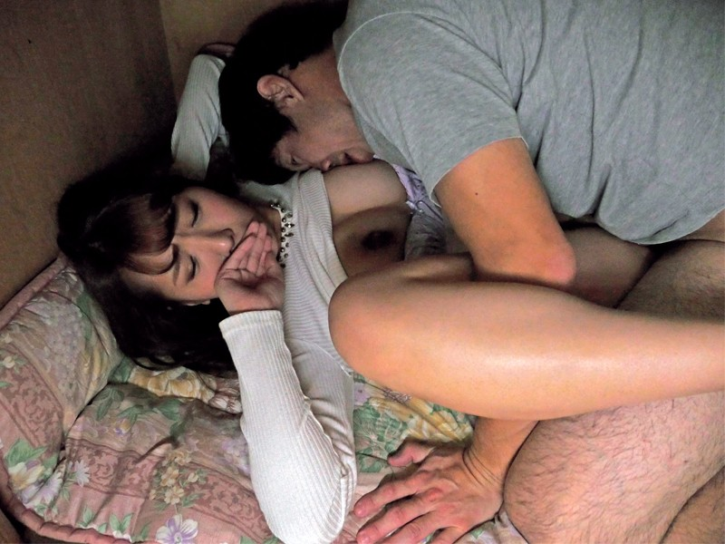声を出したら中出しすると脅されて…帰省した叔父にサイレント生ハメされまくる女子大生 香坂紗梨 サンプル画像 No.4