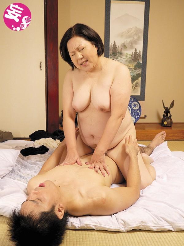 五十路の垂れ乳母ちゃんの膣に生中出し サンプル画像  No.1